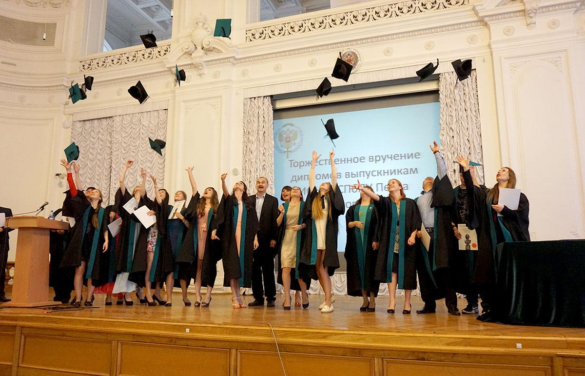 Церемония торжественного вручения дипломов магистрам и специалистам Института физики, нанотехнологий и телекоммуникаций